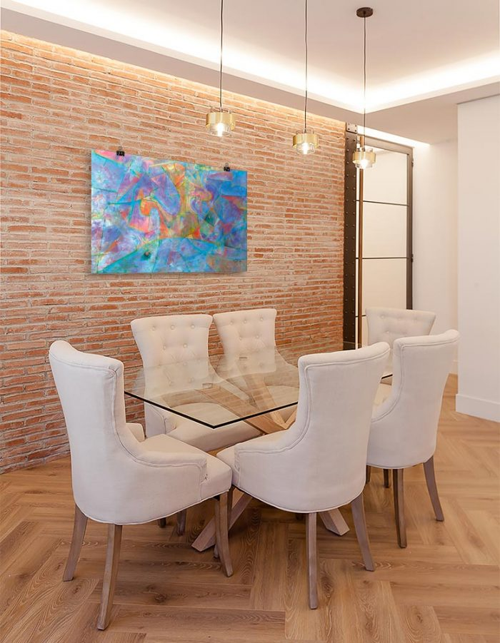 Reproducción de arte en lámina - comedor con pared de ladrillo - Espacio de Comunicación - Encáustico - Geometria y Abstracción - Matérica -pintado por Fernando Pagador